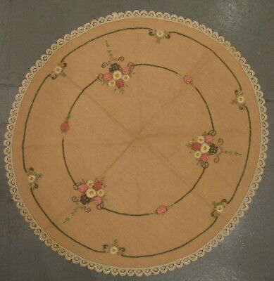 """Beautiful vintage Art Deco 34"""" embroidered round tablecloth with lace edge"""