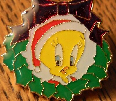 Tweetie Bird Lapel Pin Christmas Holiday Wreath Tie Tack Vtg 1990 Warner Bros