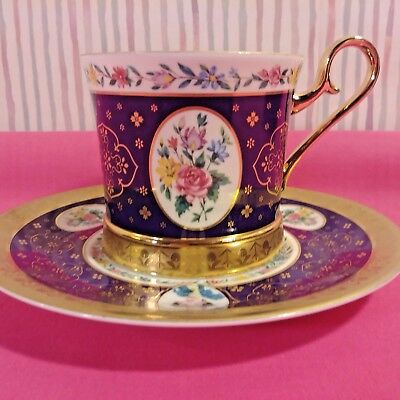 Avon Honor Society Teacup & Saucer 1995 Arabian Nights in Box with Stand