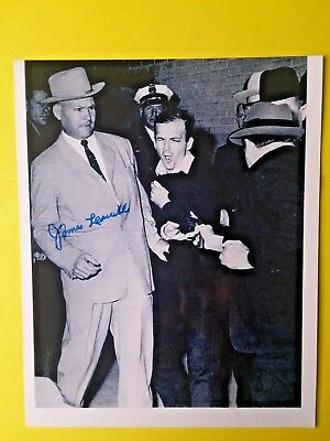 Jfk/oswald Cuffed Detective James Leavelle Signed 8X10
