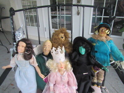Wizard Of Oz Hamilton Presents Set Of 8 Dolls, one with Yellow Brick Road Stand
