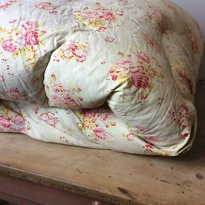 Charming English, Classic Cottage, Roses Eiderdown Coverlet