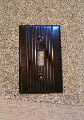 Ca. 1940 LEVITON Deco Ribbed Bakelite Brown Single toggle Switch Plate Cover