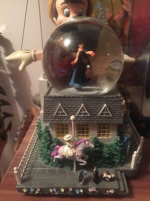 Large Mary Poppins Snowglobe. Disney Store. Rare. Musical