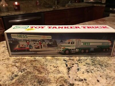 1990 Hess Truck, Toy Tanker Truck,Vintage,Collectible, MINT In BOX