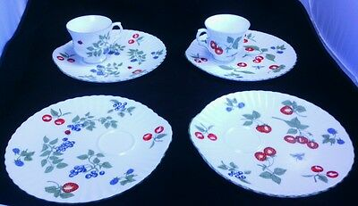 Crown Staffordshire Bone China Tea Cup Luncheon Plate 6 Piece Set Berry Pattern