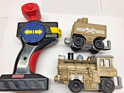 Lot of 4 GEOTRAX Gold Train Locomotive set Remote control Car WORKS Fisher Price