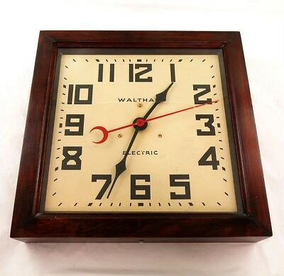 Vintage Waltham Electric Wooden Wall Clock (Battery)