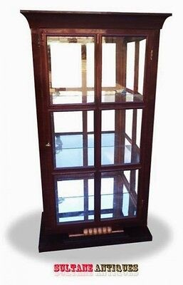 CABINET VITRINE in superb Biedermeier style.