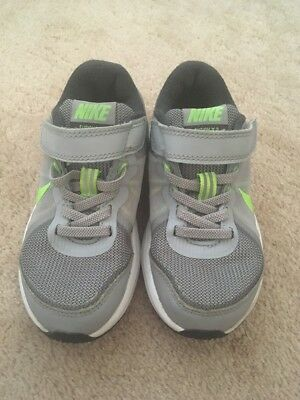 Nike Boys Trainers Size 10 (age3-4)