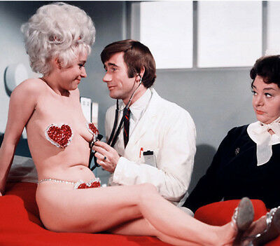Barbara Windsor, Jim Dale and Hattie Jacques UNSIGNED Photo - K7029 - Carry On