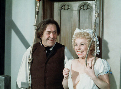 Barbara Windsor and Peter Butterworth UNSIGNED Photo - K7035 - Carry On