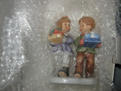 "STUDIO HUMMEL 33716 GIFTS FOR GRANDMA NIB 2002 6 1/2"" TALL w/ coa *NEW*"