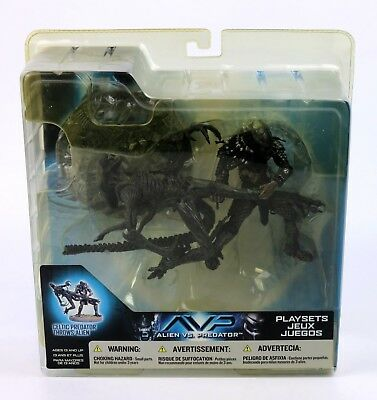 Alien vs Predator AVP - Celtic Predator Throws Alien Action Figure Playset