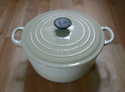 Le Creuset Cast Iron Cream Almond 26cm Round Casserole Dish Pot With Lid