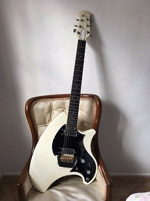 Ovation Breadwinner guitar cream color 1975