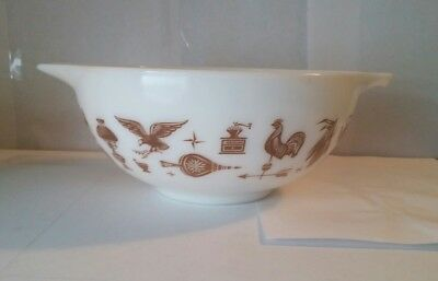 Vintage Pyrex # 443 Early American  2 1/2 Quart Mixing Nesting Bowl