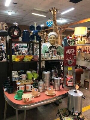 Over 3000 Sq Ft of Vintage Antique and Collectibles- 1000s of Flea Market Items