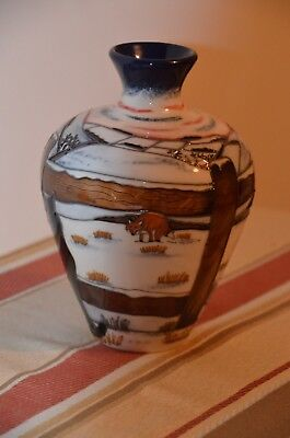 """Moorcroft Vase """"Who Goes There"""" Anji Davenport numbered edition 1st Quality"""