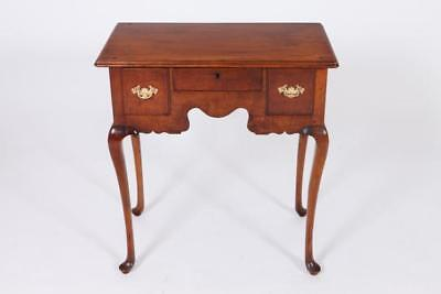 18TH CENTURY AMERICAN MAPLE LOW BOY/DRESSING TABLE. 18th Century. - 2... Lot 494