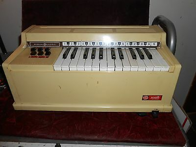Vintage Ge Youth Electronics Chord Piano Organ Model N3800 Beige