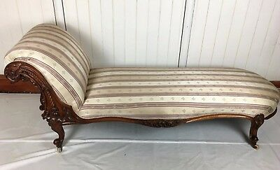 Victorian Walnut Chaise Longue