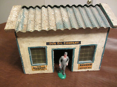VINTAGE ANTIQUE TOYS 1920S 30S SUN OIL SUNOCO GAS STATION BUILDING with FIGURE