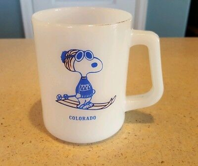 Federal Milk Glass Snoopy Skiing Colorado Coffee Mug