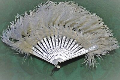Vintage Beautiful White Ostrich ?)Feather Hand Fan Good Condition