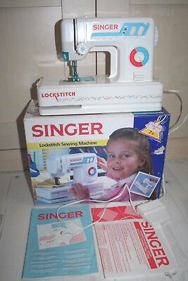 SINGER Toy Miniture Lock Stitch Sewing Machine Working Condition Boxed