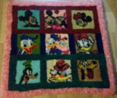 Disney Minnie and Mickey Mouse and friends - 9 latch hook blanket 100x100cm