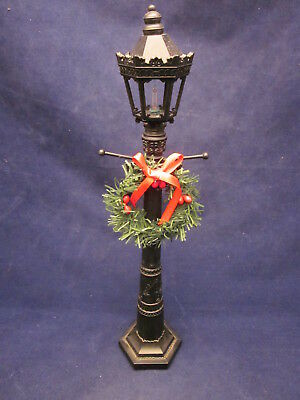 BYERS CHOICE Christmas 6 Sided Lamp Post uses 2 AA Batteries