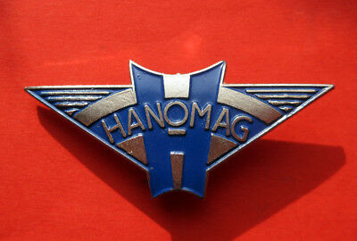 Alter Hanomag Pin  ca. 46 x 21mm.