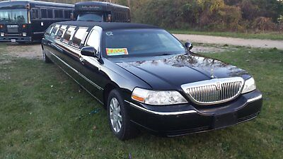 2005 Lincoln Town Car Silver 2005 ULTRA LINCOLN Towncar Limousine