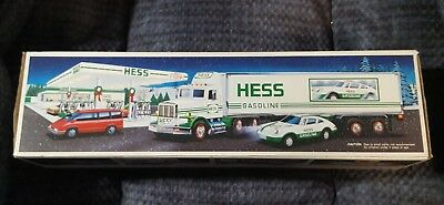 Hess Toy 18 Wheeler Truck & Racer 1992 (NIB) Hess Truck 1992 New In Box