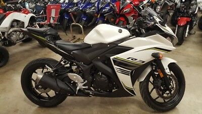 2017 Yamaha YZF-R  $4000 reserve!  Beautiful 2017 Yamaha YZF-R3 excellent condition!!