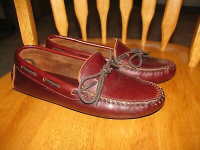 Womans Minnetonka Moccasin / shoes size 7