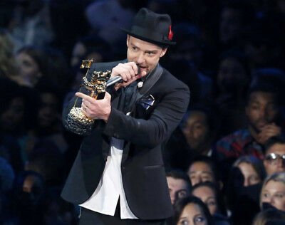 Justin Timberlake UNSIGNED photo - K8049 - Suit & Tie, SexyBack, Mirrors & TKO