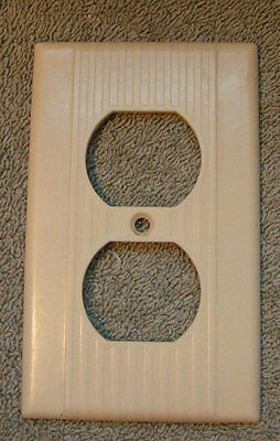 Vtg Mid Century Deco Ribbed IVORY Bakelite outlet Plate Cover, Leviton 1 GANG