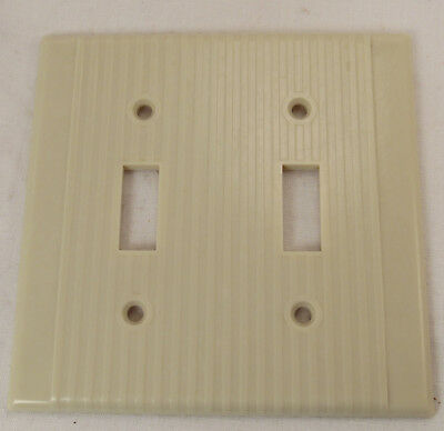 Vtg Leviton Art Deco Ivory ribbed Bakelite DOUBLE toggle switch plate wal Cover