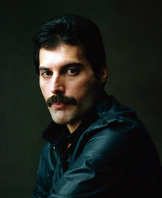 Freddie Mercury UNSIGNED photo - K8806 - Lead vocalist of the rock band Queen
