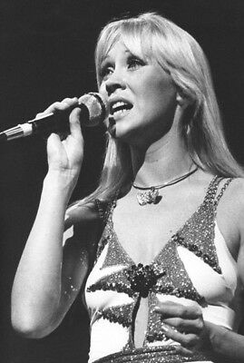 Agnetha Faltskog UNSIGNED photo - K8997 - Member of the pop group ABBA
