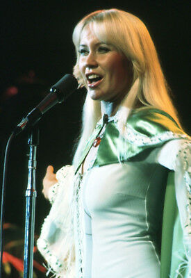 Agnetha Faltskog UNSIGNED photo - K9029 - Member of the pop group ABBA