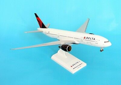 Skymarks Model Delta 777-200 1/200 Scale with Stand and Gears