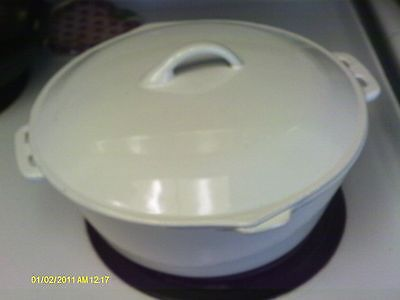 Vintage WHITE Enameled Cast Iron Dutch Oven - DIAMOND R 10 1/2 INCHES WIDE