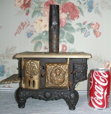 Scarce c.1900 THE QUEEN Cast Iron Toy Stove, Dent, GEISHA GIRL, Complete Antique