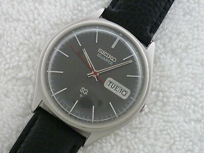 VINTAGE SEIKO QUARTZ double date 4 Jewels Steel Fully Serviced watch Mint!