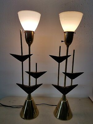 Mid Century Modern Vintage Pair of Lamps - Great Style