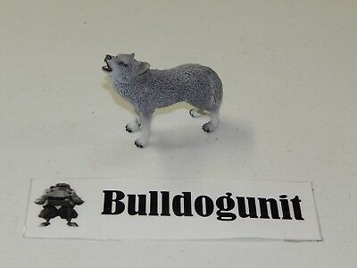 2009 Schleich Germany Howling Wolf Figure Figurine Gray White