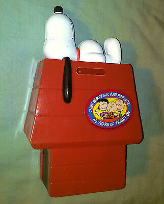 """7"""" Plastic Figure Bank PEANUTS Snoopy on doghouse ~1980s ~by Chex Party Mix"""
